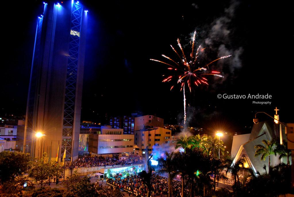 Imagen de la Plaza Bolívar durante las Fiestas de Armenia - imágenes fotográficas de armenia