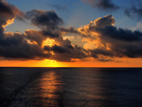 ocean cruise sky clouds sunrise ship royal atlantic ciel caribbean bahamas nassau nuages hdr atlantique croisière leverdusoleil sovereignoftheseas anawesomeshot