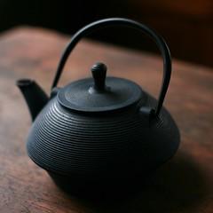 wheel(0.0), iron(0.0), small appliance(0.0), art(1.0), teapot(1.0),