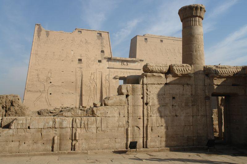 Edfu, Templo de Horus Templos a la orilla del río Nilo en Egipto - 2474553202 a9dde5092f o - Templos a la orilla del río Nilo en Egipto