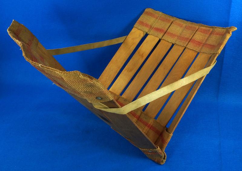 RD0941 Vintage Wood Slat and Burlap Portable Stadium Seat Folding Chair DSC09069
