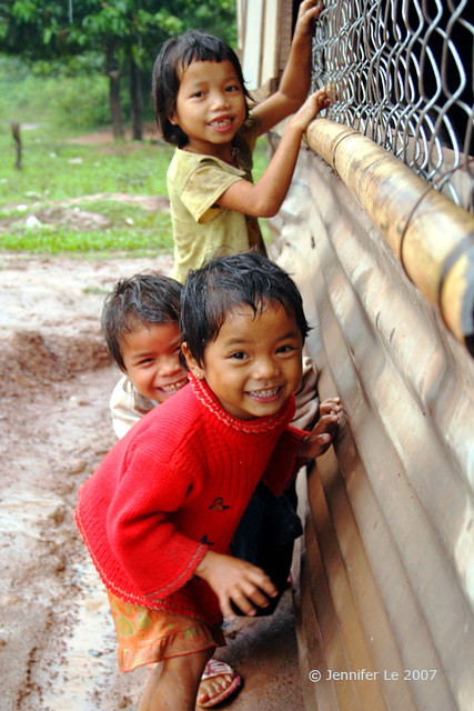 Van Kieu kids 1 - Playing in the rain