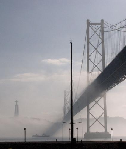 Lisboa in autumn mist