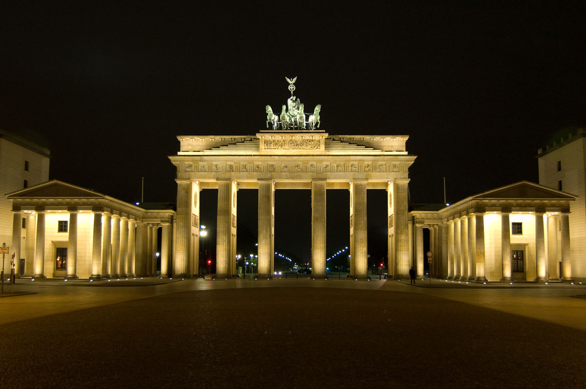 brandenburg gate at night - photo #6