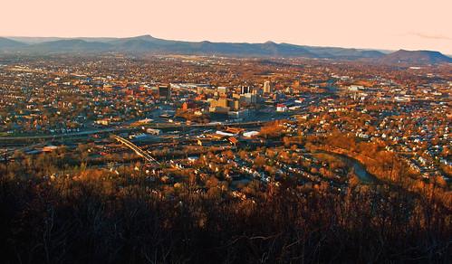 city sunset urban panorama mountains skyline landscape virginia roanoke va appalachia blueridge millmountain roanokecity