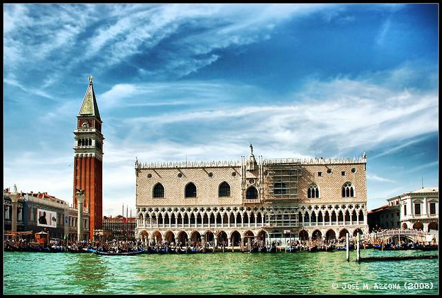 Venecia (Italia). Palacio Ducal y Campanile desde la laguna.
