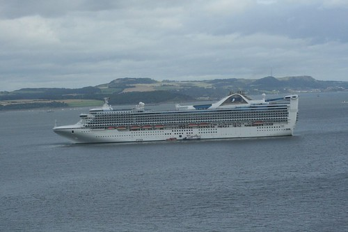 Grand Princess on Firth of Forth