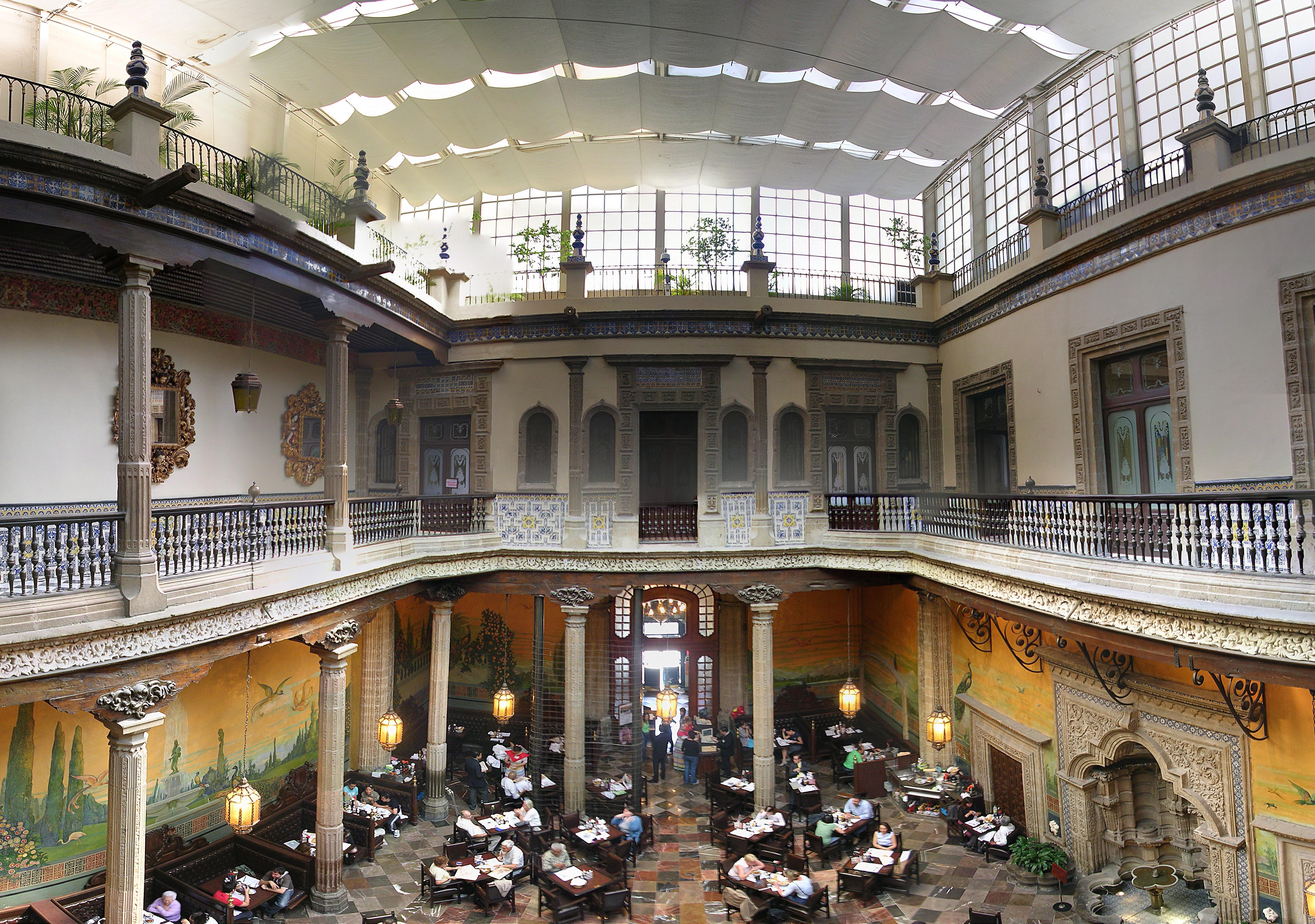 Interior de la casa de los azulejos mexico df flickr for Restaurant los azulejos df