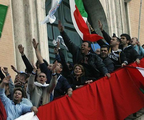 Diritto,  saluto romano reato se accompagnato da slogan razzisti$
