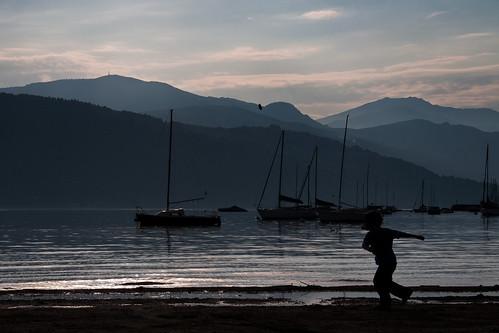lake water silhouette landscape lago nikon play barche bimbo acqua varese paesaggio controluce ohhh lagomaggiore gioco verbano sasso azione d90 21100 nikond90 estremità albitai mygearandme