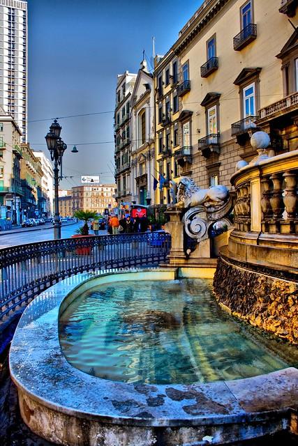 particolare fontana di nettuno