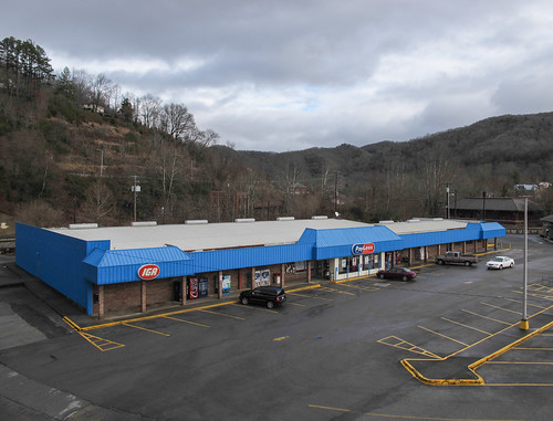 2013 20131229 appalachia appalachiavirginia appalachialandscape appalachianlandscape appalachianmountains businessroute23 december december2013 iga igastore independentgrocersalliance independentgrocersallianceofamerica payless route23 us23 us23businessroute usroute23 virginia virginialandscape wisecounty wisecountyvirginia cars distantwoodland grocer grocerystore landscape mountains overcast parkedcars parking parkinglot parkingspaces paved pavement roof southwestvirginia southwesternvirginia supermarket view unitedstates