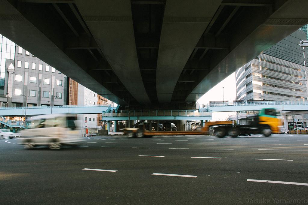 首都高を避ける歩道橋