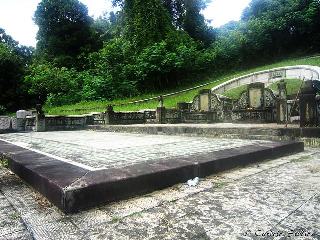 Bukit Brown - Tomb of Ong Sam Leong 01