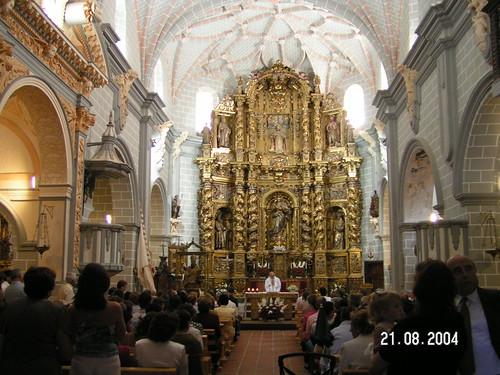 Interior de la Iglesia, celebrando la Misa en Honor a San Agustín
