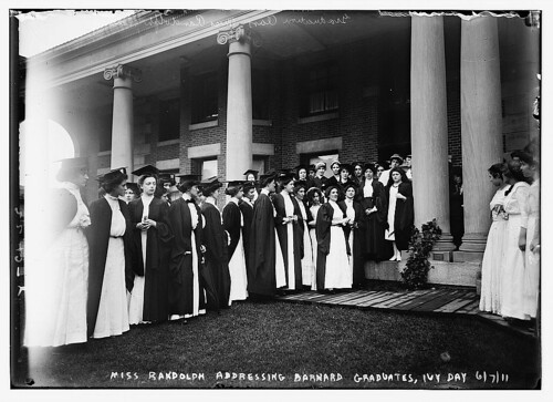 Miss Randolph addressing Barnard Grads, Ivy Day, 1911 (LOC)