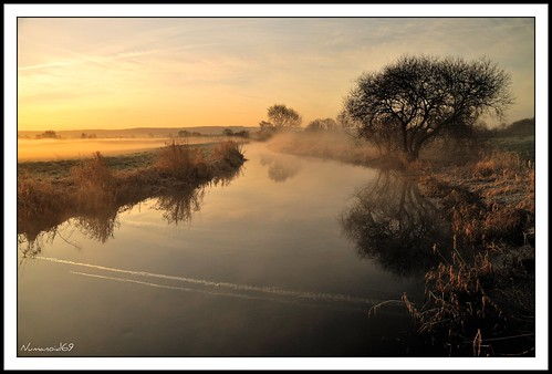 winter mist cold water fog sunrise reflections river dawn countryside frost calm gloucestershire goldenhour daybreak icey riverfrome avision nikond300