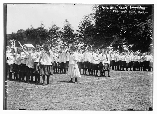 Pass ball relay, Pelham Bay Park (LOC)