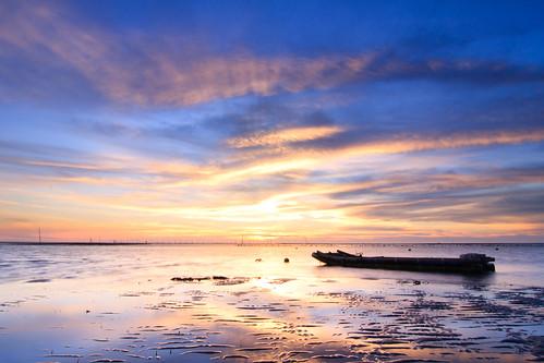 sunset reflection beach clouds coast boat sand cloudy taiwan 夕陽 台灣 彰化 船 changhua 漁港 海邊 沙灘 海水 蚵農 肉粽角 彰濱工業區 沙紋