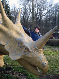 John mit Dino im verfallenen Spreepark