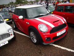 automobile(1.0), mini cooper(1.0), automotive exterior(1.0), wheel(1.0), vehicle(1.0), automotive design(1.0), mini e(1.0), mini(1.0), subcompact car(1.0), city car(1.0), bumper(1.0), land vehicle(1.0), luxury vehicle(1.0), motor vehicle(1.0),