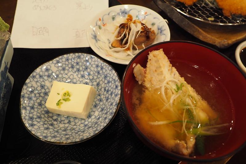 金沢アルプラザ魚笑刺身定食上(カジキマグロの甘煮、冷や奴、あら汁)
