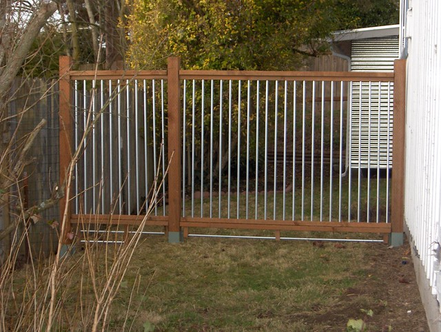2178496040 908840e070 for How to build a cheap fence