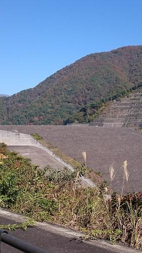 日本一の水量を誇るロックフィルダム