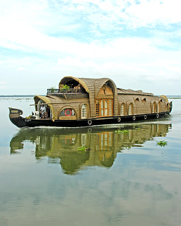 India-7744 - Great Houseboat