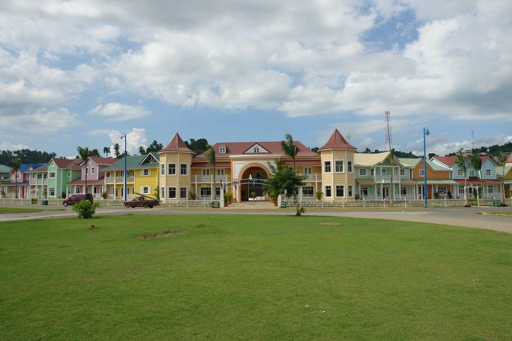 Elegantes casas coloniales al borde de la Bahía Samaná, una península en el Paraíso - 2527515858 8719fddf55 o - Samaná, una península en el Paraíso