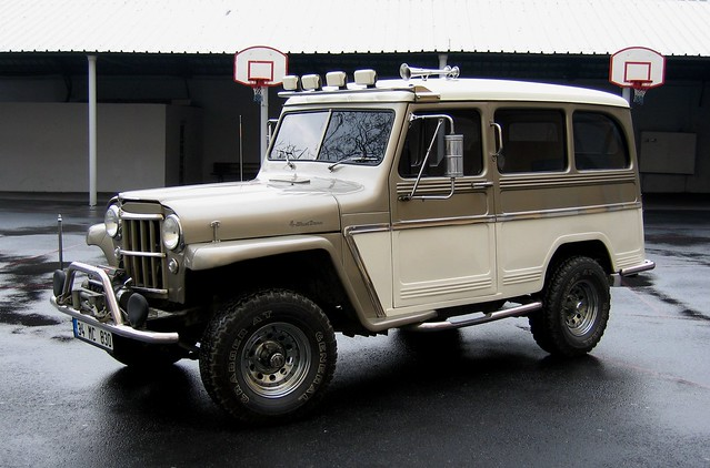 1958 Willys Jeep Wagon http://www.flickr.com/photos/ddg988/1654851331/