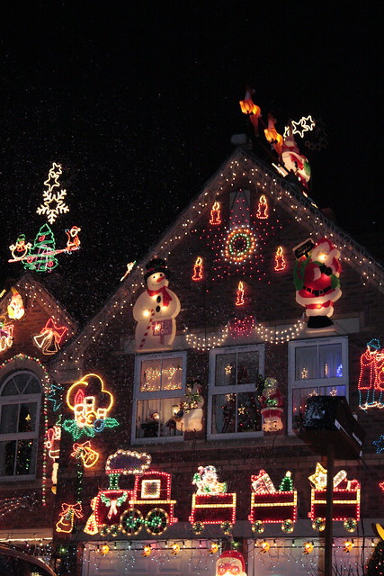 2140441331 00e0014d04 z Crazy Christmas Houses
