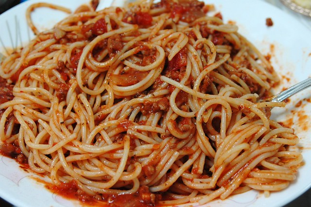 "spaghetti with ground beef and Classico ""tomato and basil"" pasta sa..."