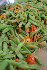 vegetable(0.0), water spinach(0.0), bird's eye chili(0.0), produce(0.0), green bean(1.0), food(1.0), dish(1.0), common bean(1.0),