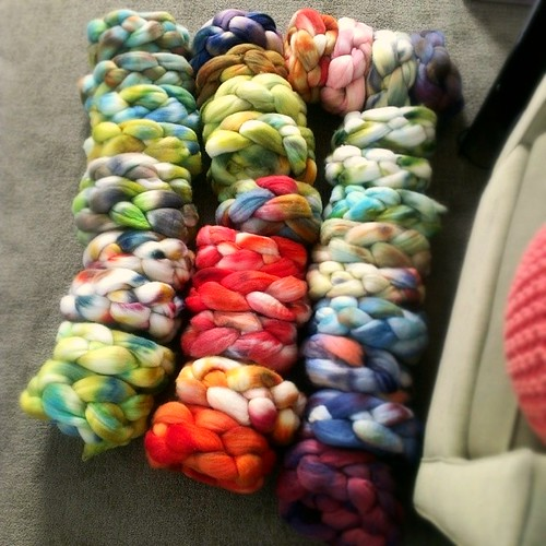 Today's project: labeling all of these. #handdyed #wool #Falkland #BFL #widn