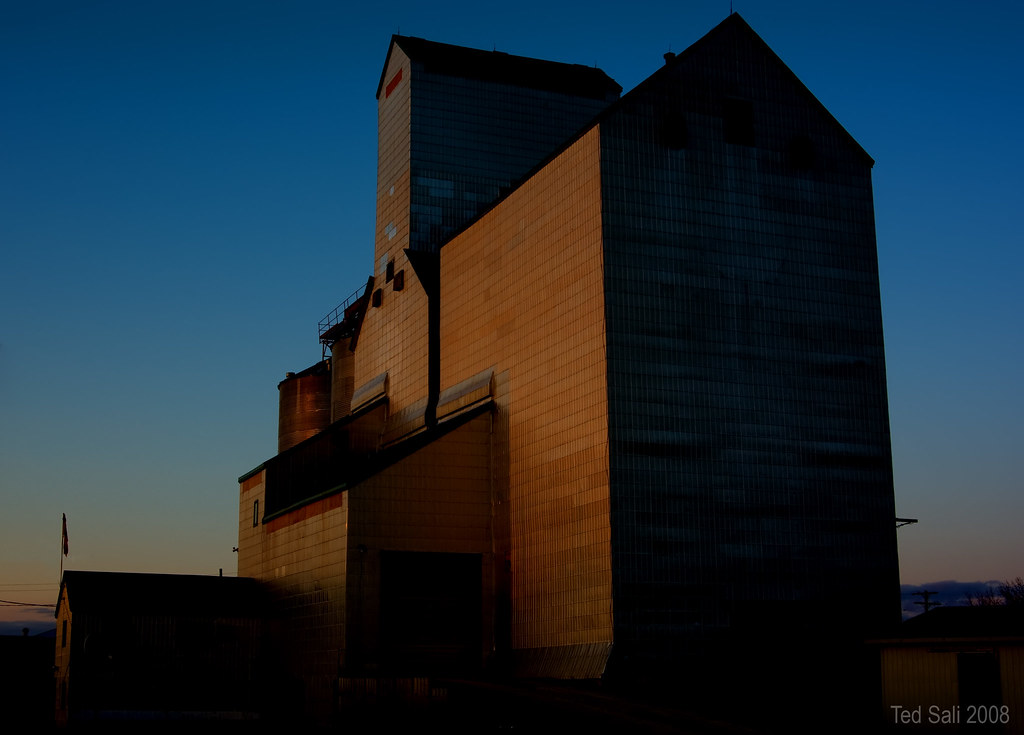Elevator in Domain MB | Cruising around southern Manitoba a