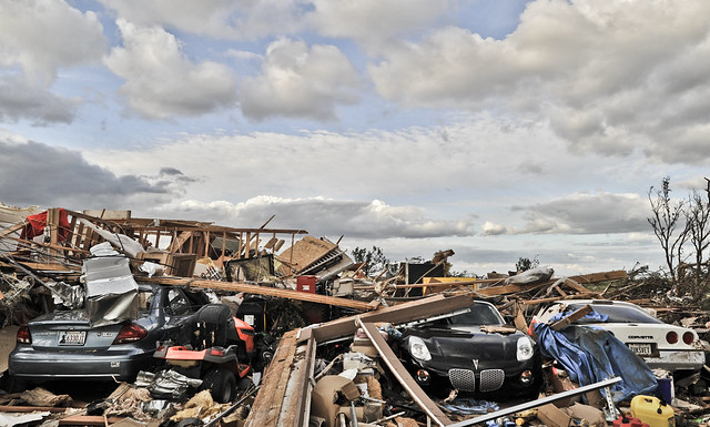 5760543010 7c7392b084 z Photos Showing the Devastation of the Oklahoma City Tornado Aftermath