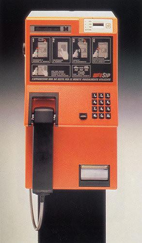 P g addio alle cabine telefoniche for Affitti cabina della domenica