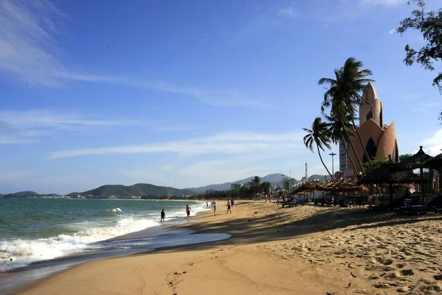 beach at Nha Trang, Vietnam by CC user savannahgrandfather