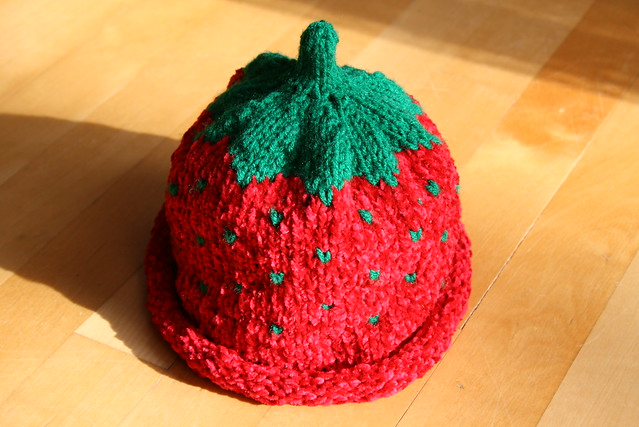 Knitting Pattern For Strawberry Hat : photo
