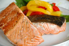 Salmon fillet with bell peppers