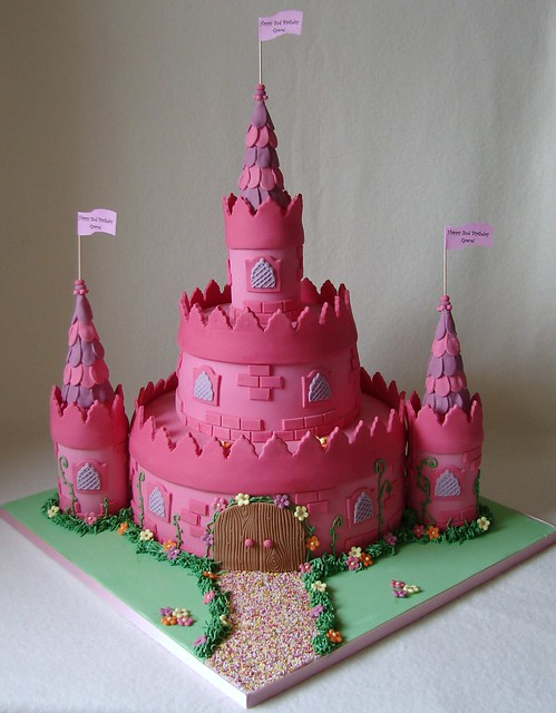 Pictures Of Princess Castle Cake : Princess Castle Cake for Grace Flickr - Photo Sharing!