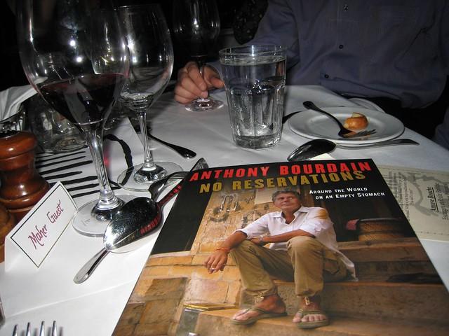 No reservations, donde Bourdain prueba la gastronomía de Finlandia