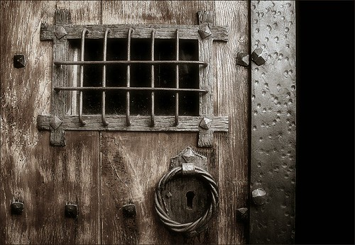 Some old door… / Alguna porta antiga…