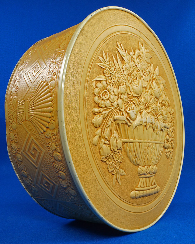 RD15263 Vintage Smith Crafted Chicago Round Fruitcake Cookie Antique Tin Box DSC08903