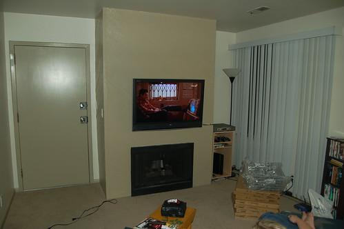 how high do you mount a flat screen tv ehow uk. Black Bedroom Furniture Sets. Home Design Ideas