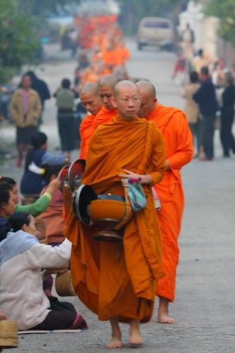 orange geotagged buddhism laos luangprabang 2007 almsgiving geo:lat=19896262378813 geo:lon=1021429460328445