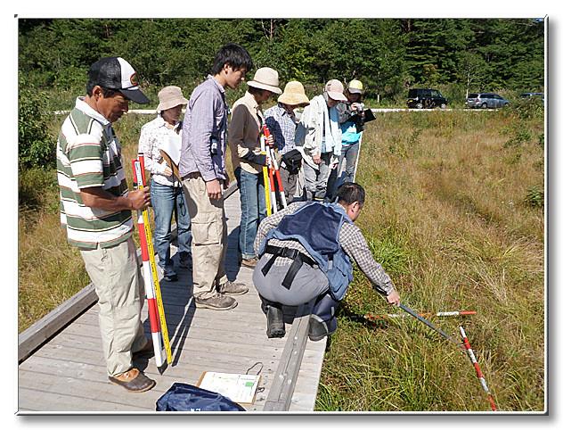 最初の調査地点では,全員で調査方法の確認と,種の確認をした.