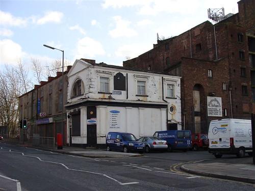 Former Royal pub, St James Street/Bridgewater Street, Liverpool.  2008 photo.