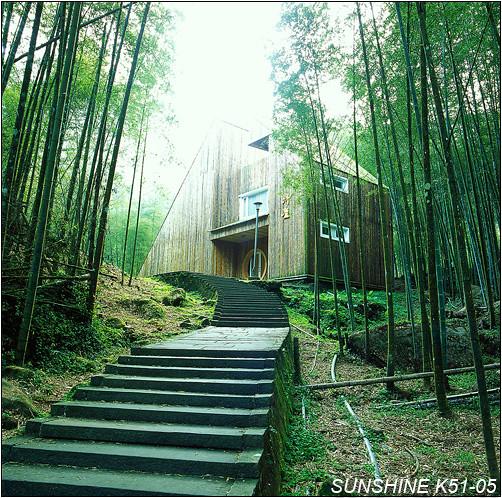 气候凉爽舒适,园区内大部分种植柳杉和台湾杉,风景点众多有竹类及针叶